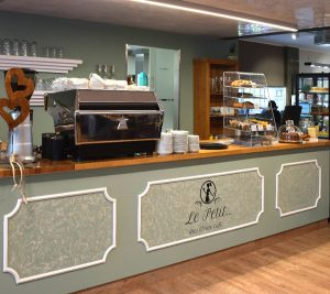 Le-Petit-Knell-Cafe-Seite